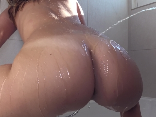 He's Peeing On My Big Ass While I Shake It – Amateur Golden Shower