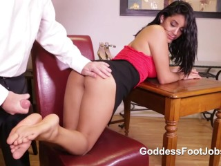 GODDESS MIA MARTINEZ FOOTJOB