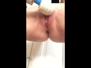 MILF wife has trouble holding her bladder when the Hitachi makes her orgasm