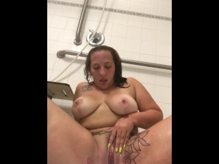Thick Latina Twerking & Cleaning Her Pussy In The Shower